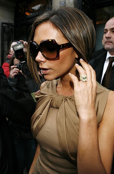 <p>By the following year, 2006, VB had moved onto a The emerald-cut diamond on a yellow gold pave band.</p> <p> The huge diamond is set in a yellow-gold pave band to enhance the colour.&nbsp;</p>
