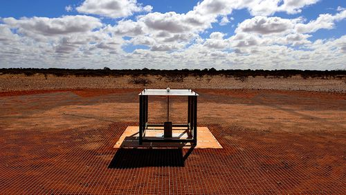 EDGES ground-based radio spectrometer. (CSIRO)