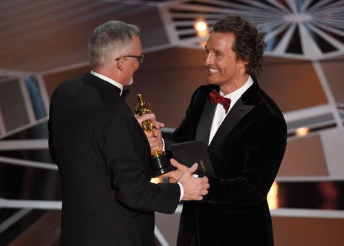 """Matthew McConaughey presents Australian Lee Smith with his Oscar for Best Film Editing, which he won for the movie """"Dunkirk"""". (AAP)"""