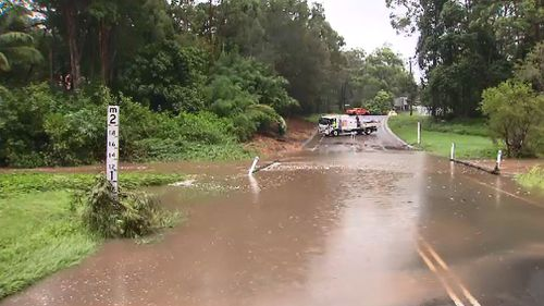 Flooding has forced the closure of Hardys Road, Mudgeeraba.(9NEWS)
