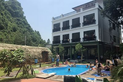 <p><strong>4. Central Backpackers Hostel, Catba, Vietnam</strong></p>