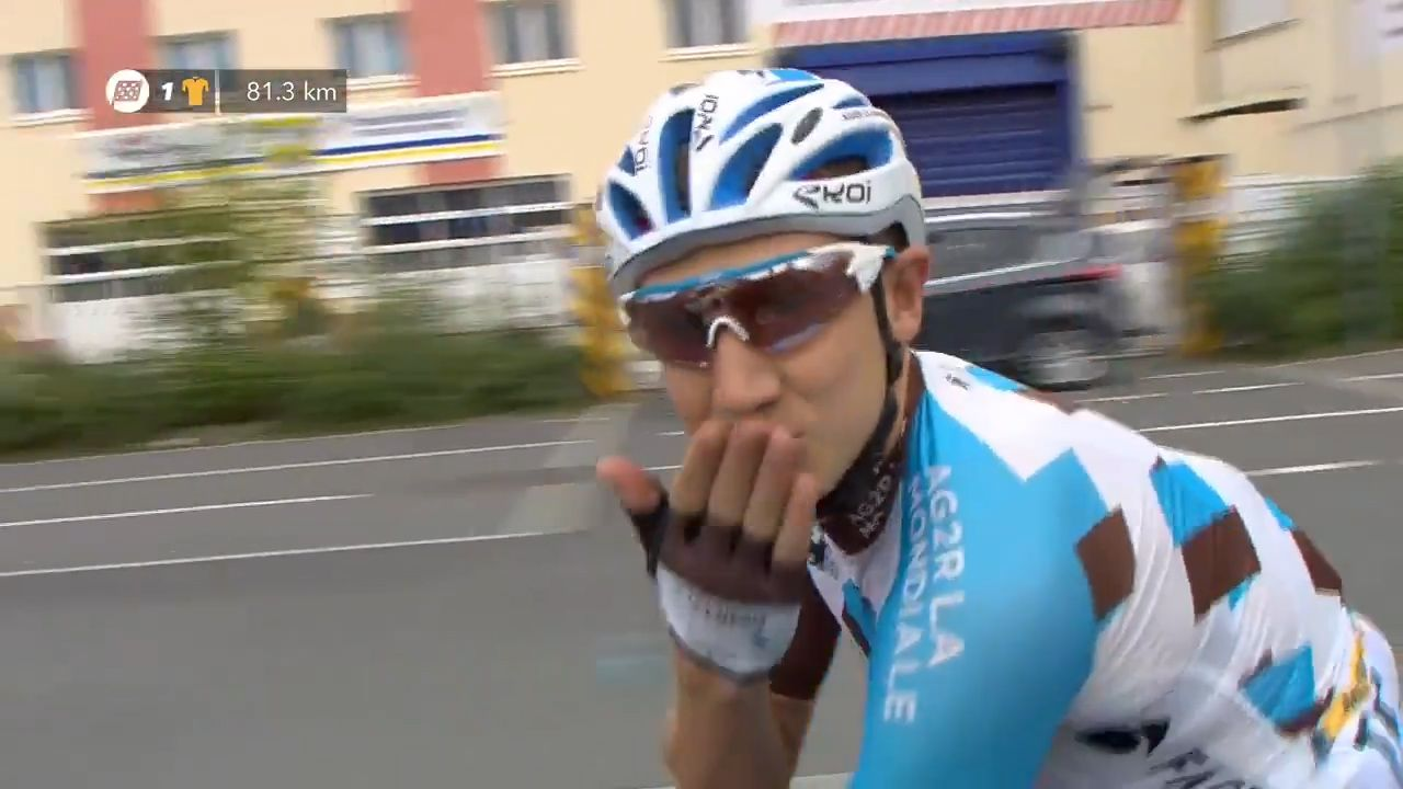 Rider proposes to girlfriend during Tour de France