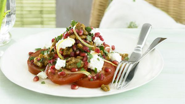Tomato, pomegranate and caramelised walnut salad