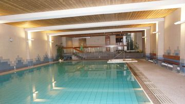 A picture of the hotel's pool facility. (www.paradiesarosa.ch)
