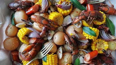 """Recipe:<a href=""""http://kitchen.nine.com.au/2016/06/06/12/36/aussie-clam-boil-with-yabbies"""" target=""""_top"""">Aussie clam boil with yabbies</a>"""