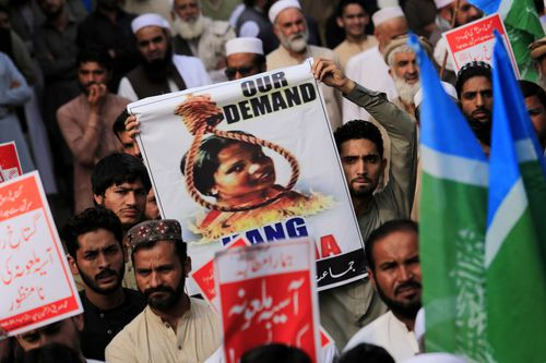 Supporters of Islamic political party Jamiat Ulma-e-Islam-F protest the acquittal of Asia Bibi.