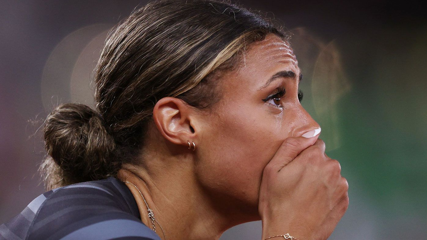 Sydney McLaughlin shatters the women's 400m hurdle world record.