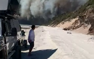 Campers capture dramatic video of Fraser Island fire as blaze continues