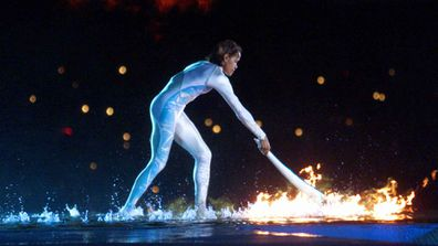 Olympian Cathy Freeman lights the Olympic torch in 2000. (AAP)