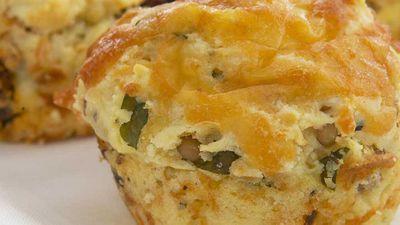 Cheesy sun-dried tomato muffins