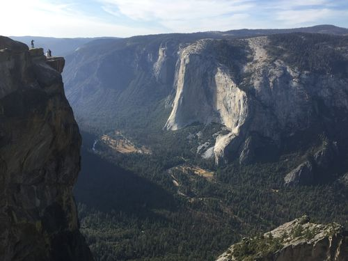 Taft Point in Yosemite National Park is a cliff 90 metres above ground.