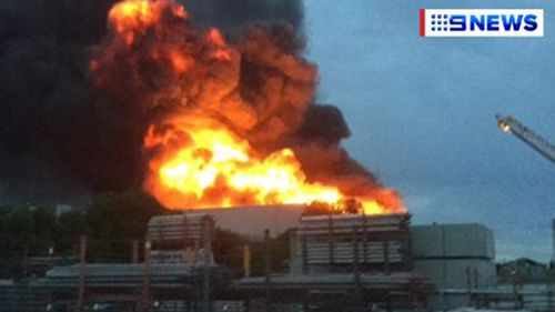 A Melbourne factory fire sent toxic smokes across Campbellfield. (9NEWS)