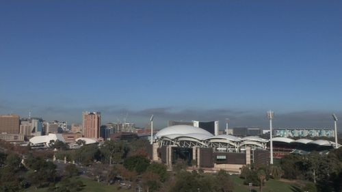 Fog clears in Adelaide to a mostly sunny day but  rain is forecast later in the week (9NEWS)