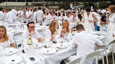 The crowd dressed up all in in white for the annual white picnic, Diner en Blanc