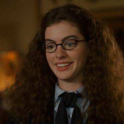 Anne Hathaway as Mia Thermopolis: Then