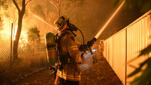 A firefighter in action in Wattle Grove. (AAP)