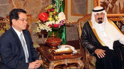Vietnamese President Nguyen Minh Triet visiting Saudi King Abdullah bin Abdulaziz in April 2010. (AAP)