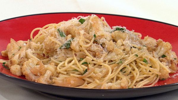 Spaghetti with cauliflower and anchovy sauce