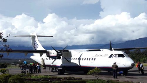 Bad weather stops rescuers from reaching Papua plane crash site