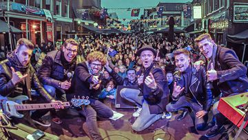 More than 2000 people packed into the Oude Koemarkt, in Heerenveen, to raise close to $50,000 and awareness for the Australian bushfire crisis.