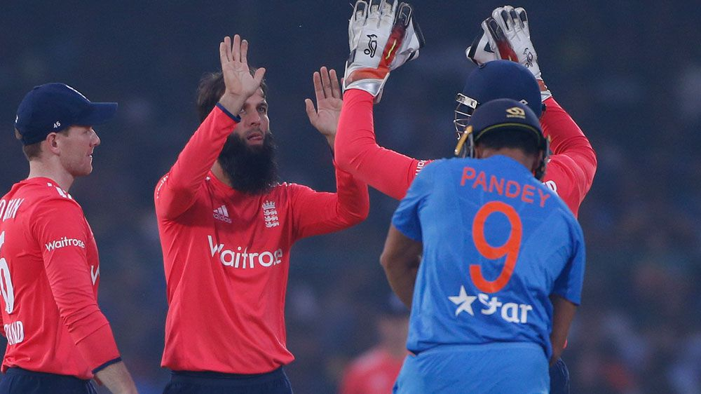 England players celebrate a wicket. (AAP)