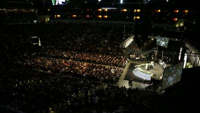 Thousands packed the service at the major sports centre in Louisville, including Martin Luther King III, former boxing champs Sugar Ray Leonard and George Foreman, comedian Billy Crystal, Muslim scholar Sherman Jackson and California governor Arnold Schwarzenegger. (AP/David Goldman)