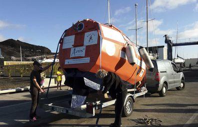 Frenchman Jean-Jacques Savin unloads engineless barrel for Atlantic voyage.