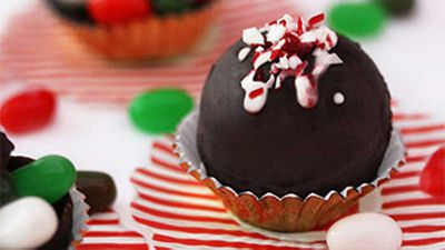 "Recipe: <a href=""https://kitchen.nine.com.au/2017/12/07/11/17/jelly-belly-christmas-deck-the-halls-chocolate-balls"" target=""_top"">Jelly Belly deck the halls chocolate balls recipe</a>"