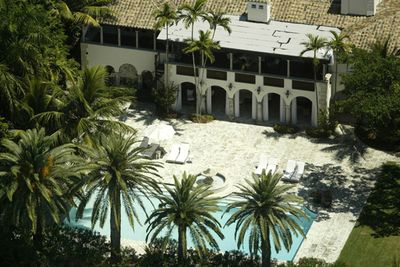 Who owned this beauty on Miami Beach's millionaires row? None other than the diva herself: <i>Jennifer Lopez</i>. J.Lo used the home as a refuge when she and then-fiancé, <b>Ben Affleck</b>, decided to call it quits in 2003.<br/><br/><p>J.Lo sold the home in 2004 for $13.9 million, after deciding she didn't spend enough time there. We bet she's kicking herself now though. It was listed again this year for a massive $34.5 million.</p>