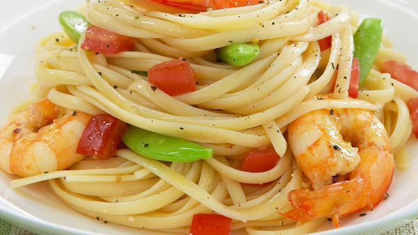 Garlic and chilli prawn linguine