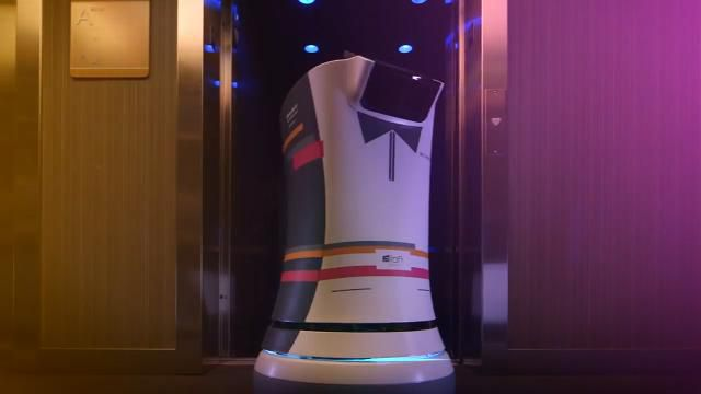 Aloft Hotels debuts a high-tech robot butler