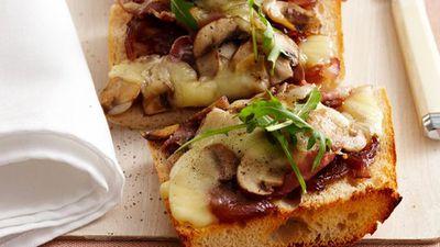 """<a href=""""http://kitchen.nine.com.au/2016/05/17/10/16/mixed-mushroom-mozzarella-pizza"""" target=""""_top"""">Mixed mushroom and mozzarella pizza</a>"""