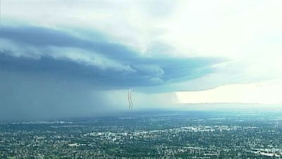 In an image captured by the 9NEWS Choppercam, the storm rolls in over Sydney. (9NEWS)