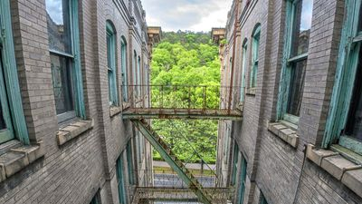 <strong>Abandoned resort</strong>