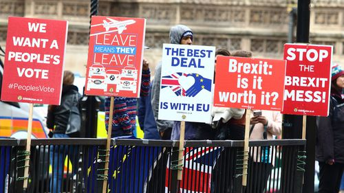 Brexit no deal OECD UK recession warning global economic impact