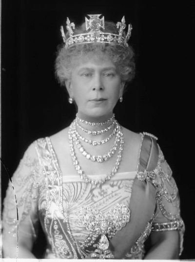 Queen Mary: Duchess of Teck's collet necklace