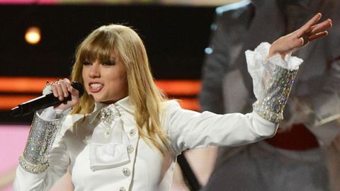 Watch: Did Taylor Swift sing off-key at the Grammys?