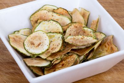 <strong>Zucchini chips (99 calories per serve)</strong>