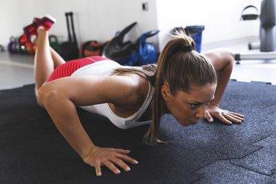 <strong>Push-ups (30 seconds)</strong>