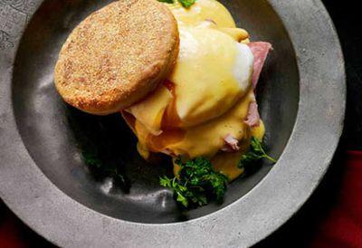Eggs, ham and English muffins