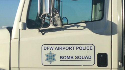 The bomb squad arrives to inspect the Delta plane (Source: Eva Groves, Twitter)
