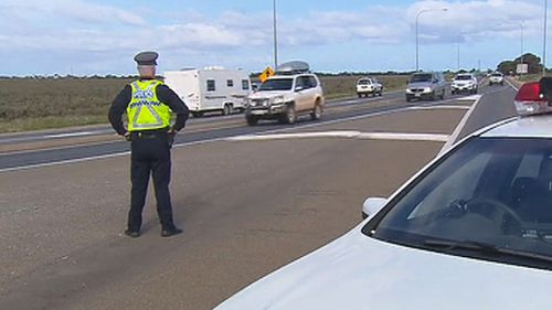Police have told motorists to avoid the area. (9NEWS)