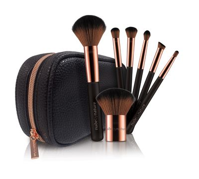 "<a href=""https://nudebynature.com.au/shop/make-up/top-products/best-sellers/essential-collection-brush-set/"" target=""_blank"">Nude By Nature Essential Collection Brush Set, $39.95</a>"