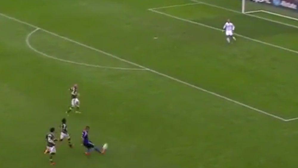 US footballer scores 35m stunner