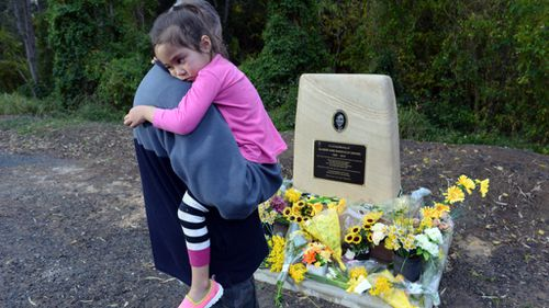 Mourners at a memorial for Allison Baden-Clay. (AAP)