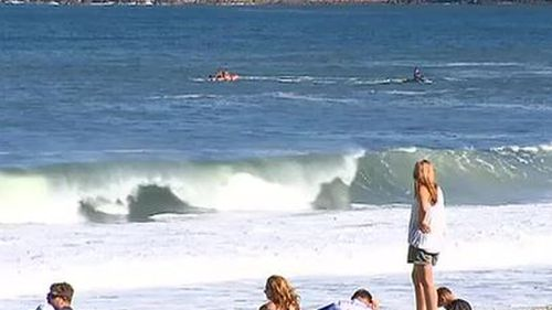 People waited by the beach during the search. (9NEWS)