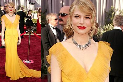 Not many women can pull off lemon yellow, but Michelle looked like a perfect ray of sunshine at the 2006 Oscars.