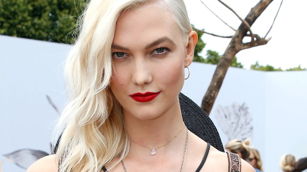 Karlie Kloss is now a blonde bombshell