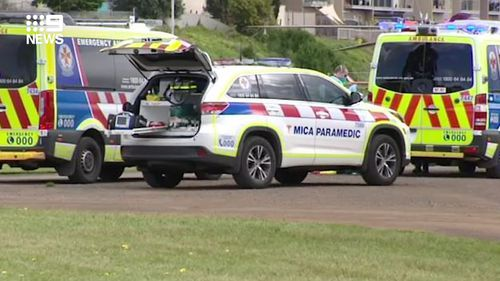 Toddler drowns after falling off Portarlington pier in coastal Victoria