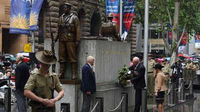 NSW Governor David Hurley, and his wife Linda place a floral tribute at the Cenotaph in Sydney's Martin Place, in remembrance of those who died in the line of duty. (AAP)